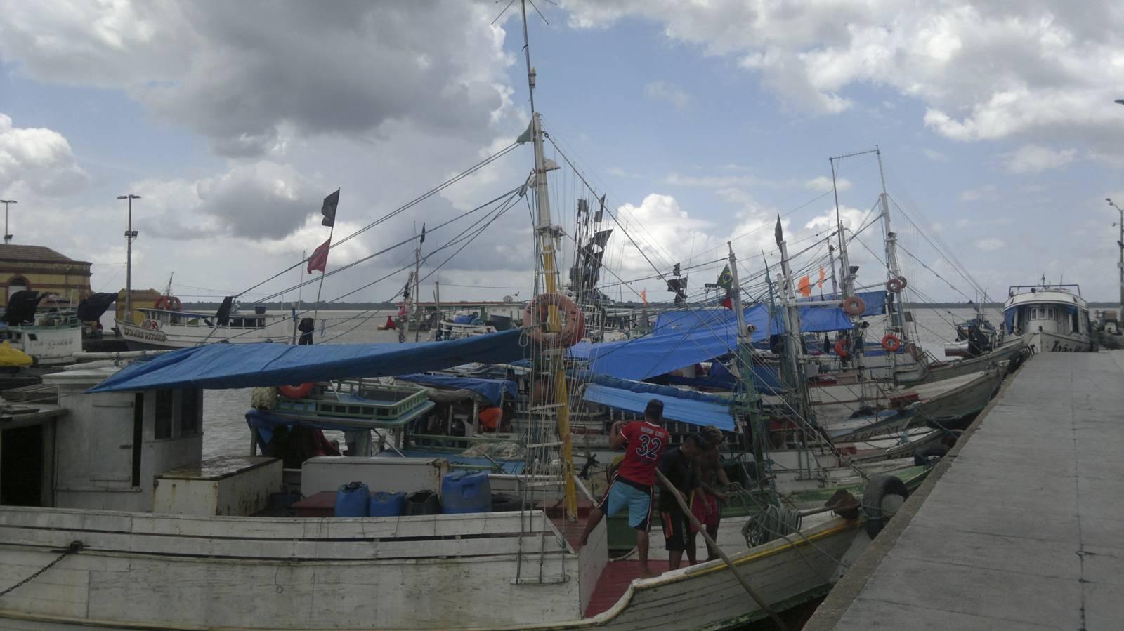 Brasile-belem-porta-dell-amazonia-porto-navi-da-pesca-imbarco-per-manaus