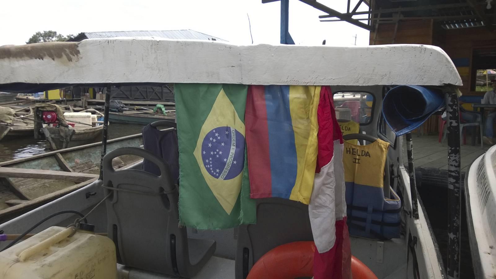 Colombia-Brasile-peru-tres-banderas-amazonia-boat-trip