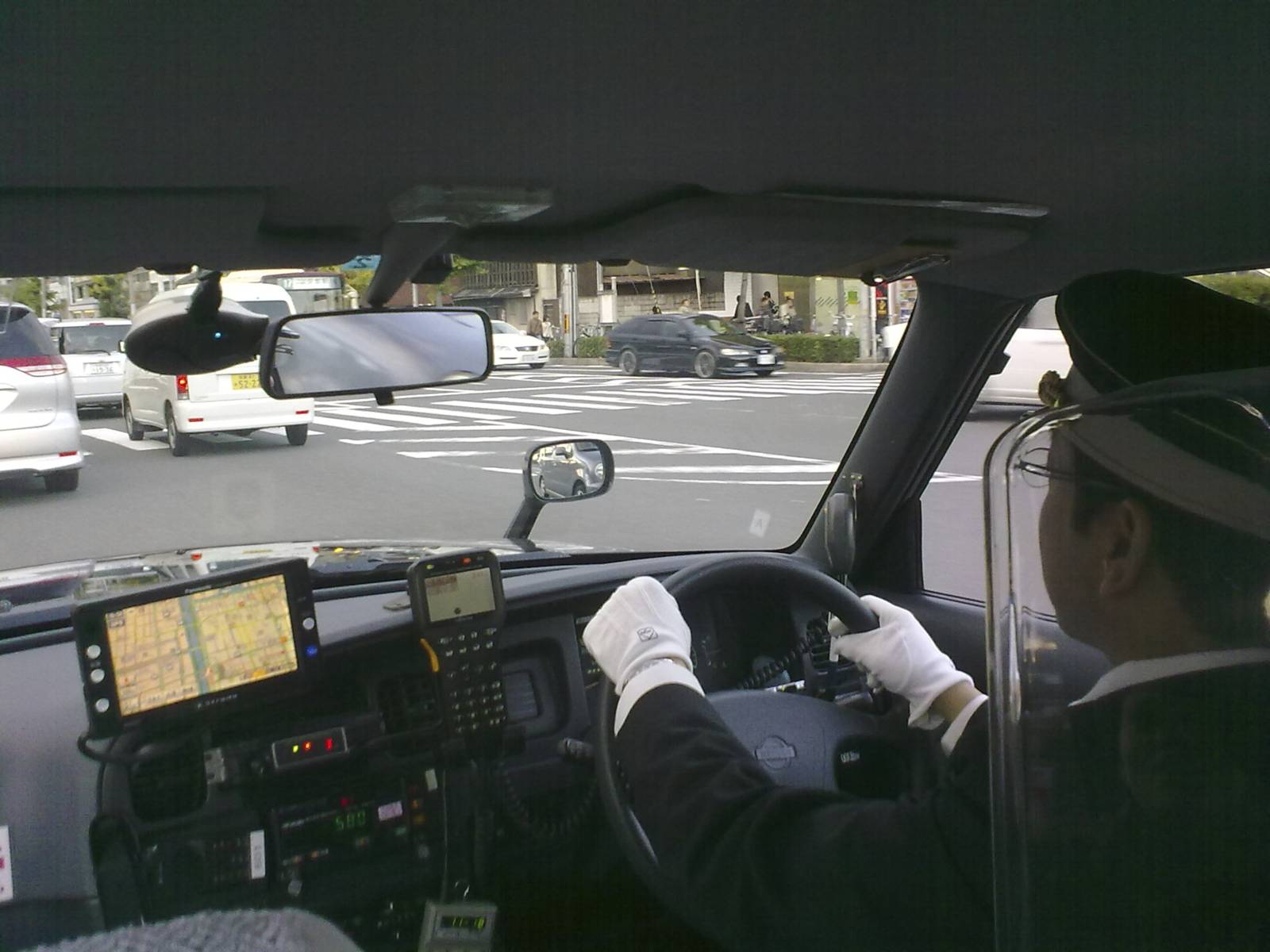 Giappone-japan-taxi-driver-kyoto