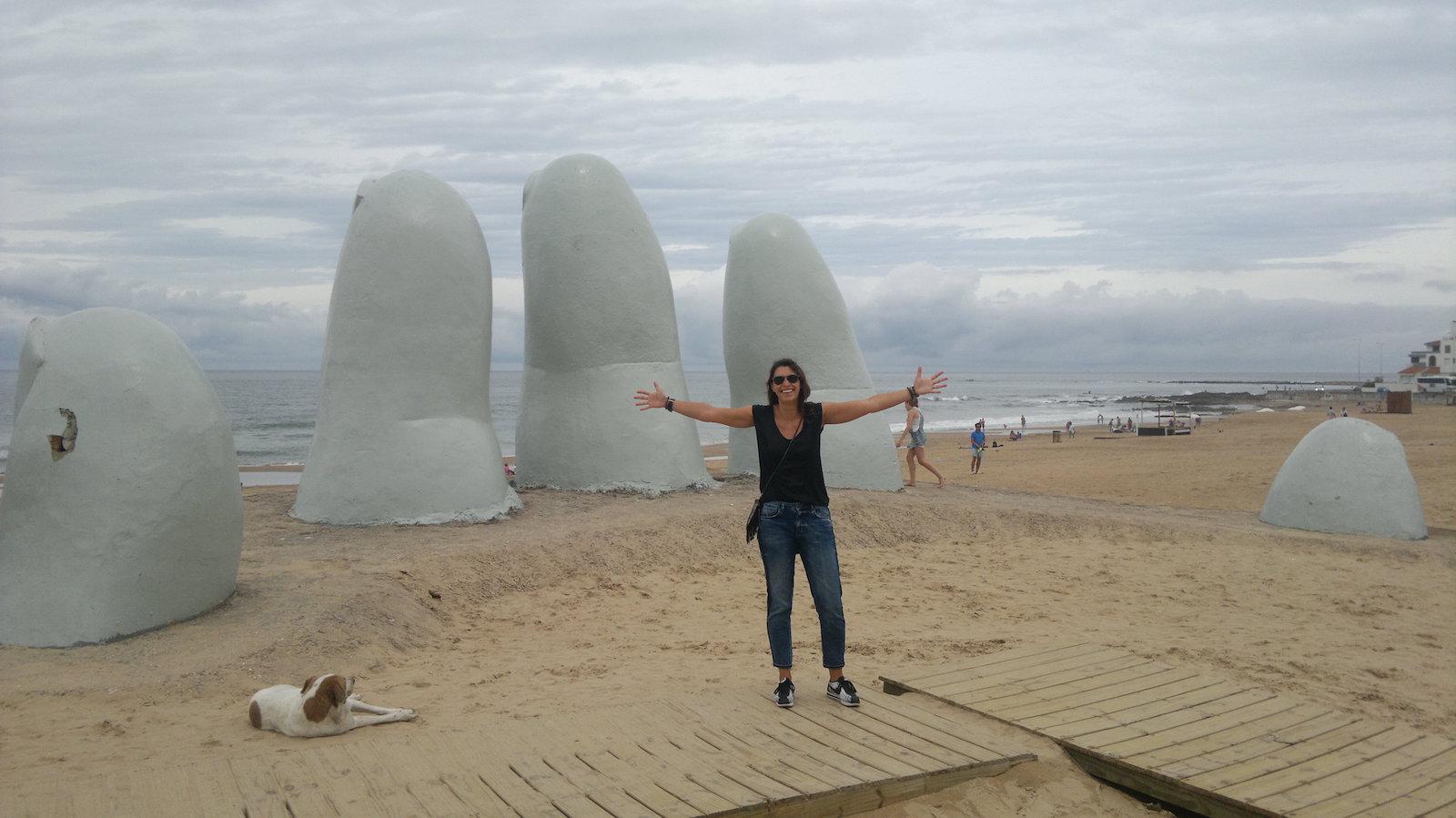 Gio-Viaggio-Uruguay-Punta-del-Este-hand-mano-sand-sabbia