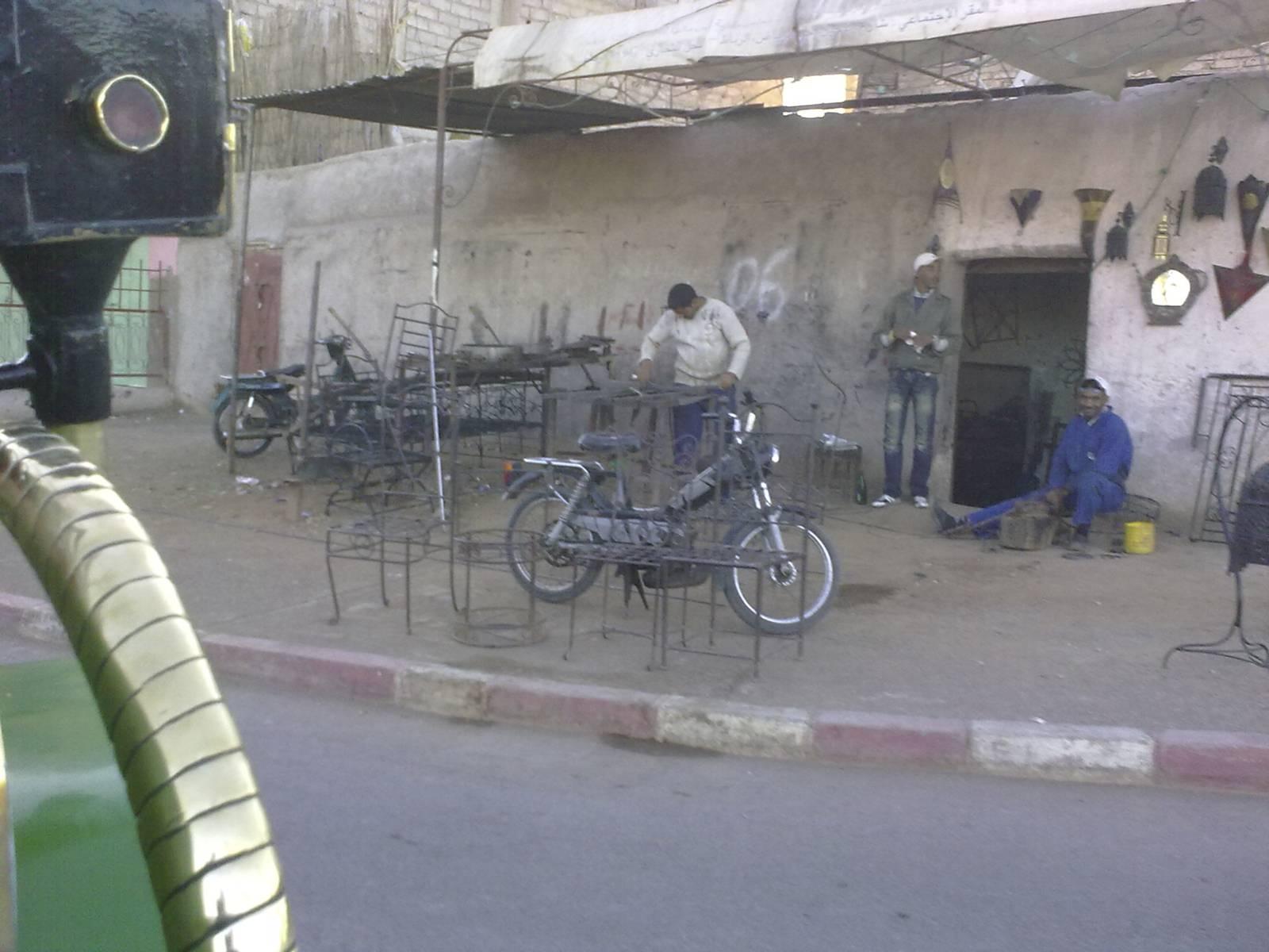 Marrakech-street-moto-bici-marrakesh-morocco