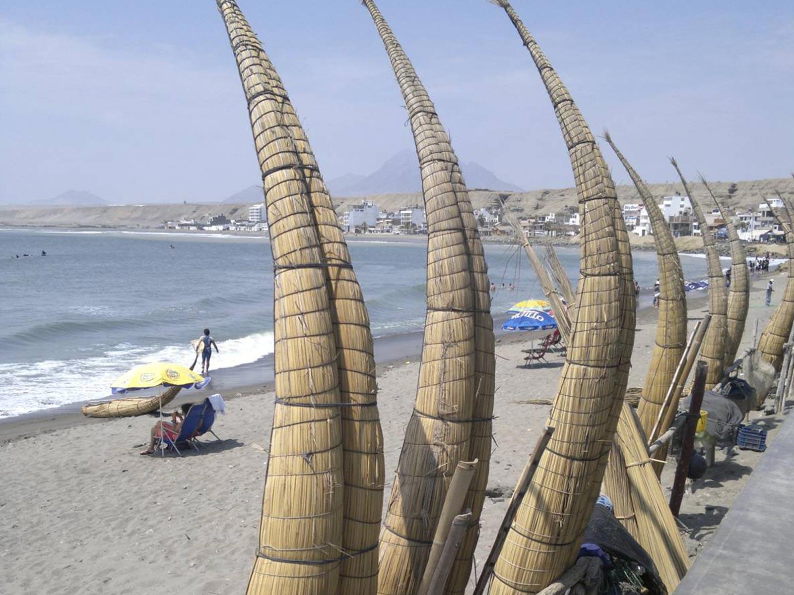 Peru-huanchaco-playa-lamella-tradizionali-pescatori-fishermen