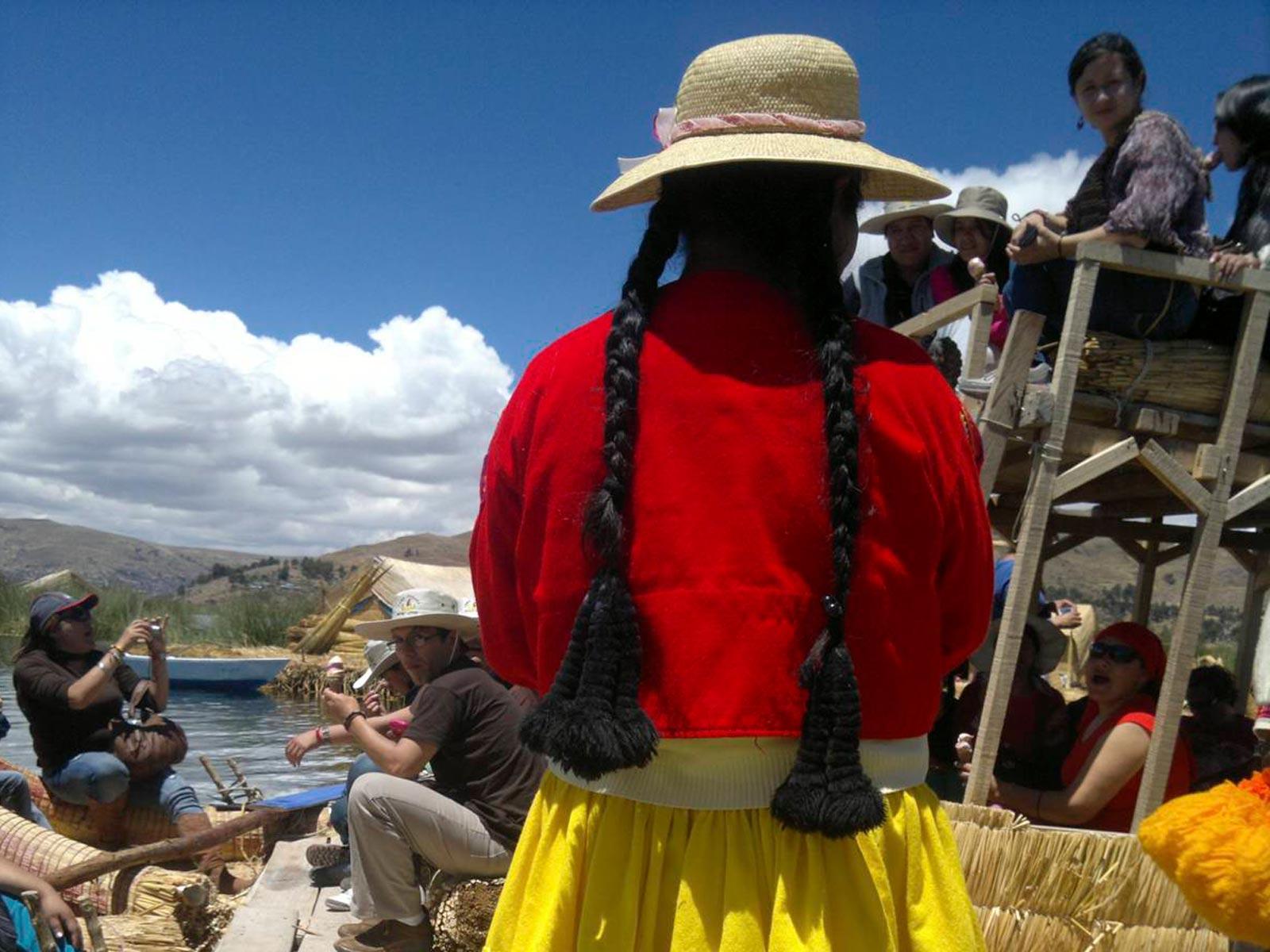 Peru-titikaka-youg-girl-boat-trip-sun